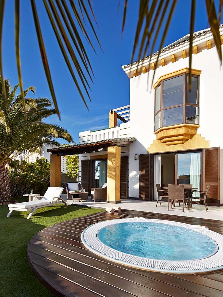 Villa-de-2-dormitorios-con-jacuzzi-en-Hotel-Suite-Villa-María