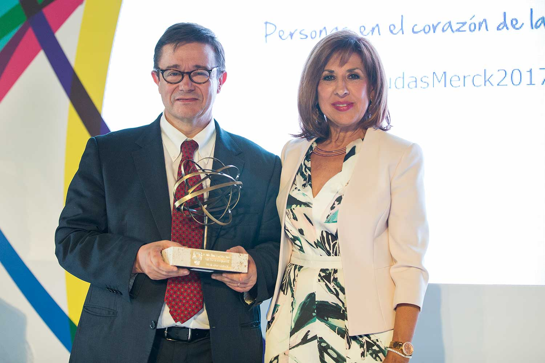 Dr. Cervantes y Carmen González - Premiado 2017 ayuda cáncer colorrectal