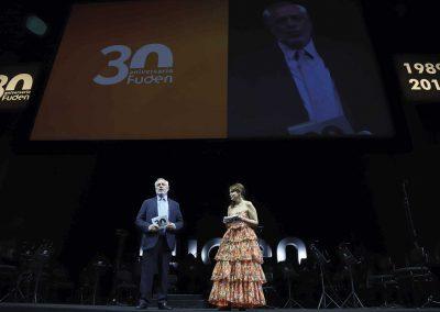 El presidente de la Fundación para el Desarrollo de la Enfermería, Víctor Aznar Marcén, y la directora, Amelia Amezcua Sánchez, durante la gala del 30 aniversario de FUDEN celebrada en el Teatro Real