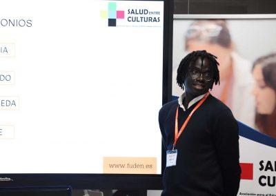 """Mbaye es migrante senegalés y enfermero. Compartió su experiencia durante las VII Jornadas de Migración y Salud: Mejora en los cuidados transculturales"""", organizadas por FUDEN y Salud Entreculturas"""